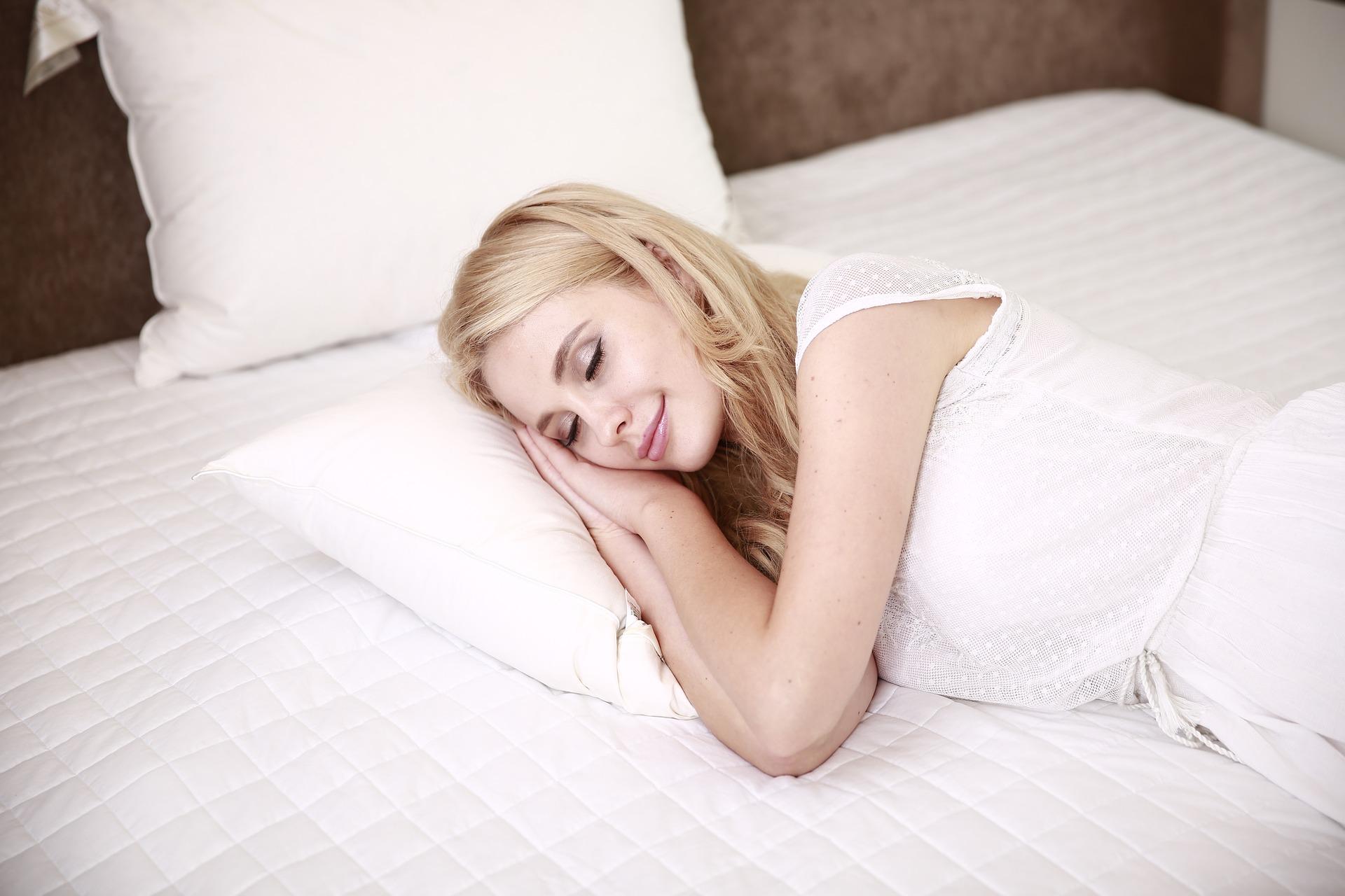 Jak niedobór snu wpływa na zwiększenie się masy ciała?